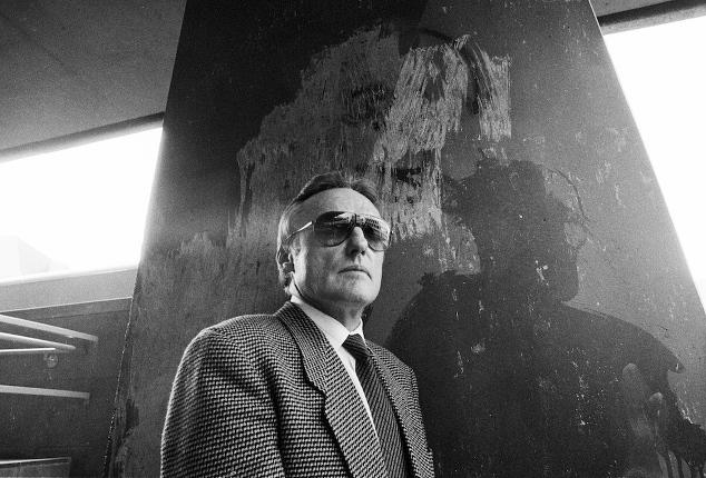 Dennis Hopper fotografiert von Hartmut S. Bühler vor der Kunsthalle Düsseldorf im Jahr 1988