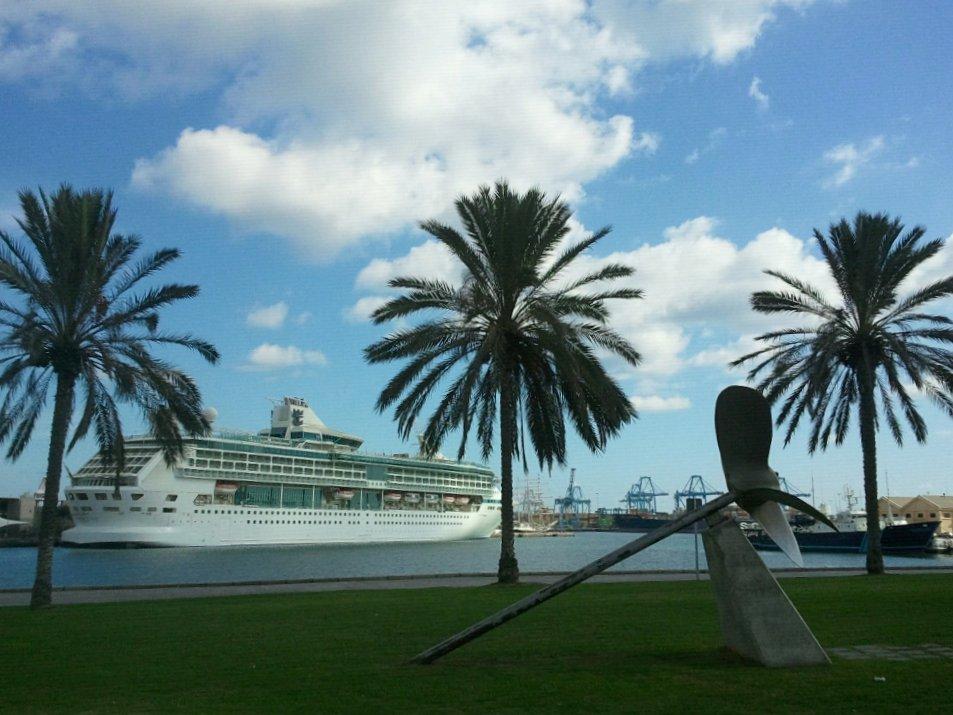File fotos del crucero splendour of the seas de royal caribbean en el muelle de santa catalina - Isla de las palmas de gran canaria ...