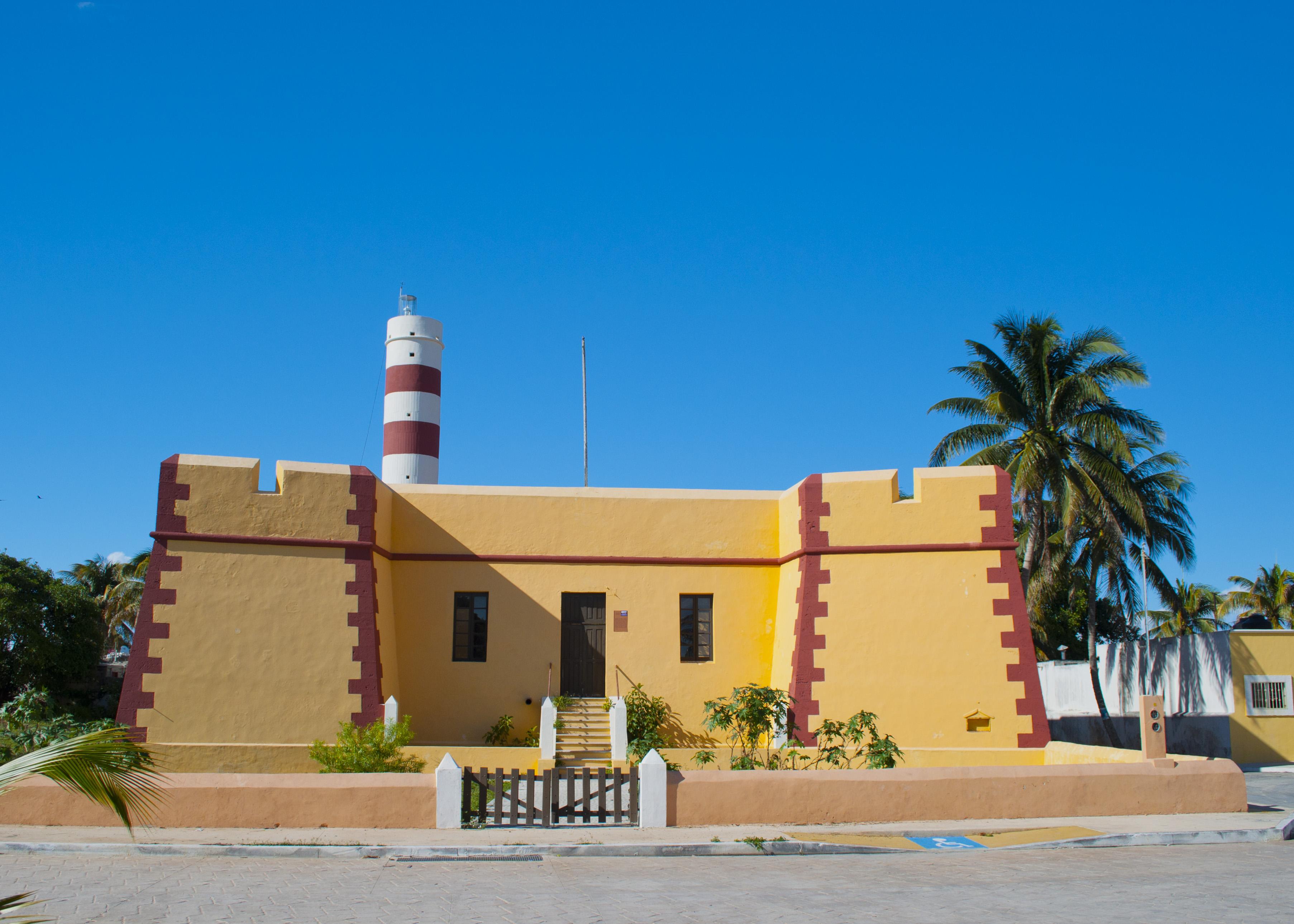 exterior del faro de puerto Sisal