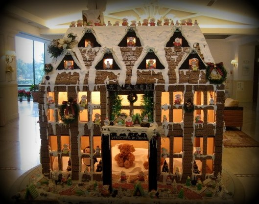 File Gingerbread House With Lighting Jpg Wikimedia Commons