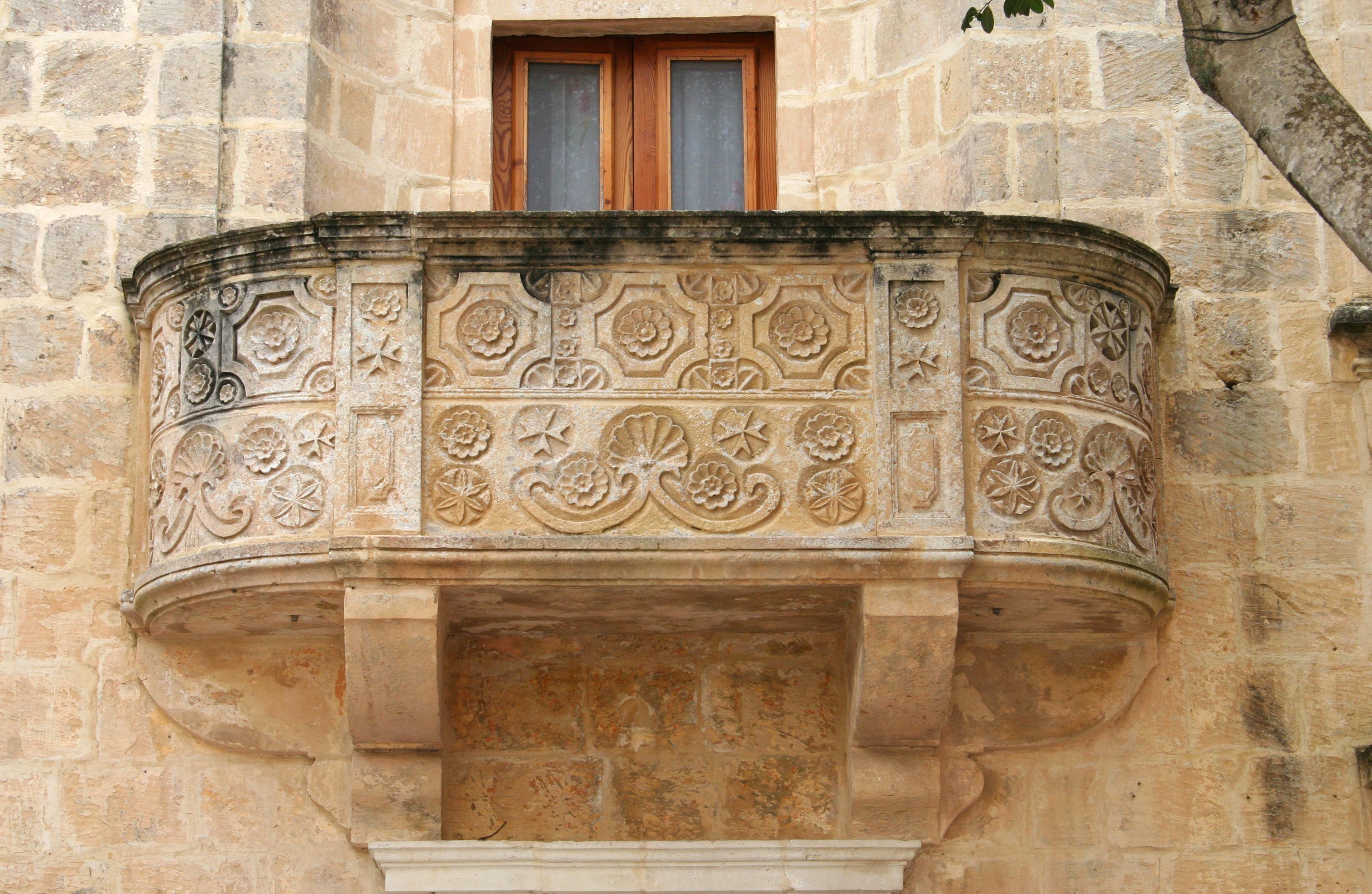 File gozo balcony symbols jpg wikimedia commons for Balcony images