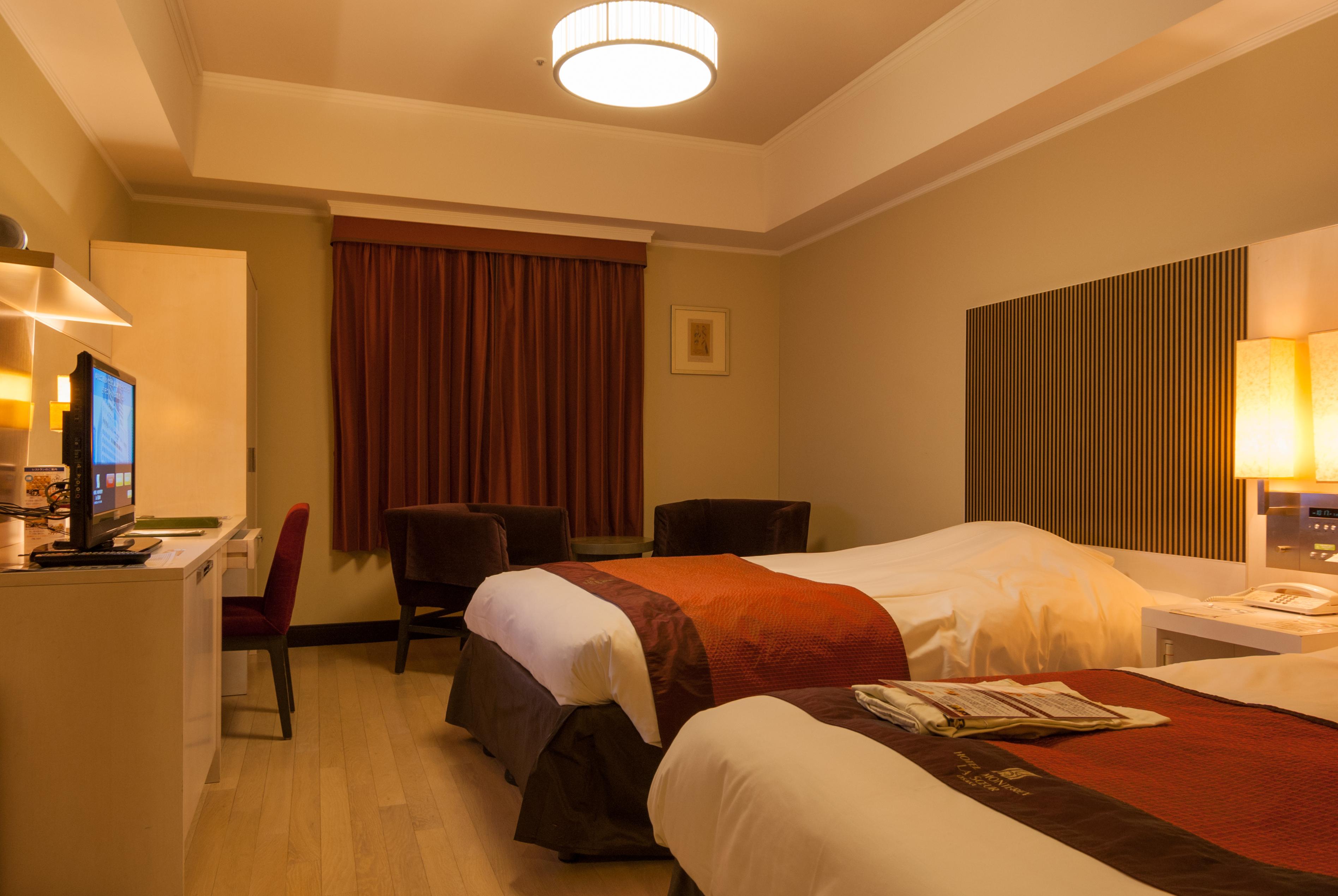 File:Hotel Monterey La Soeur Osaka standard twin bedroom 20121102 ...