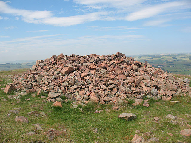Humbleton Hill, summit cairn - geograph.org.uk - 1426448