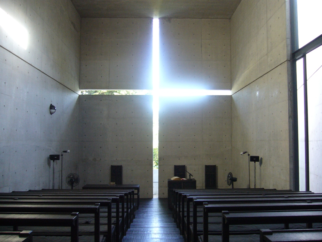 https://upload.wikimedia.org/wikipedia/commons/4/4b/Ibaraki_Kasugaoka_Church_light_cross.jpg