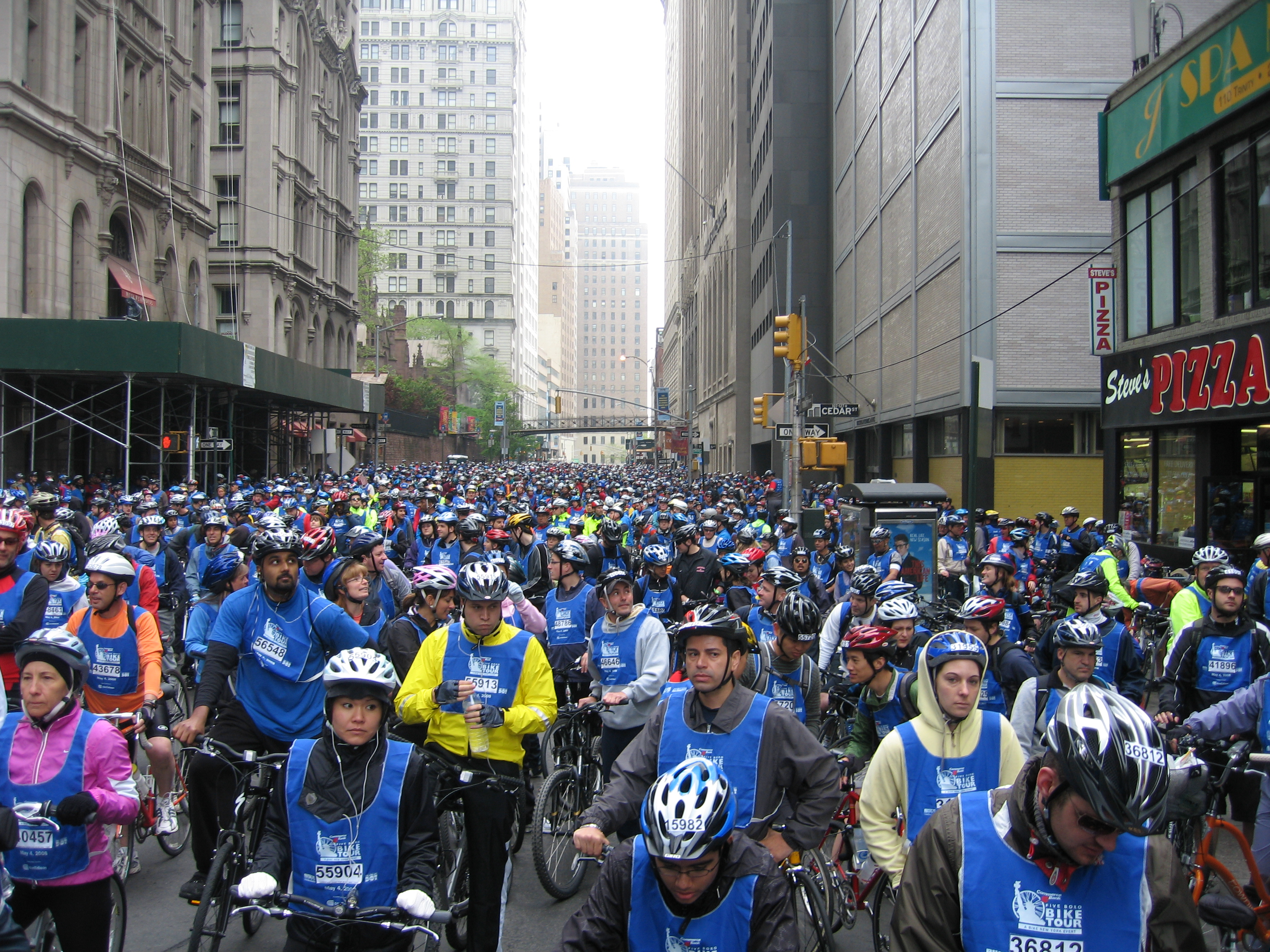 Bike Nyc 5 Boro Riders at the starting point