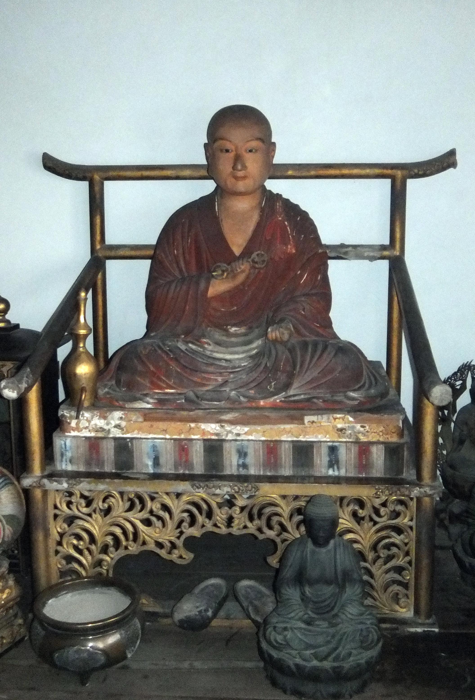 Kukai_sitting_statue.jpg