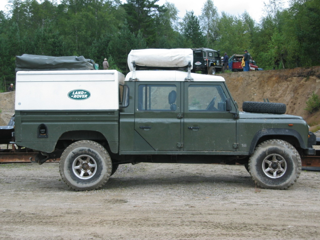 File:Land Rover Defender 130 crew cab.jpg - Wikimedia Commons