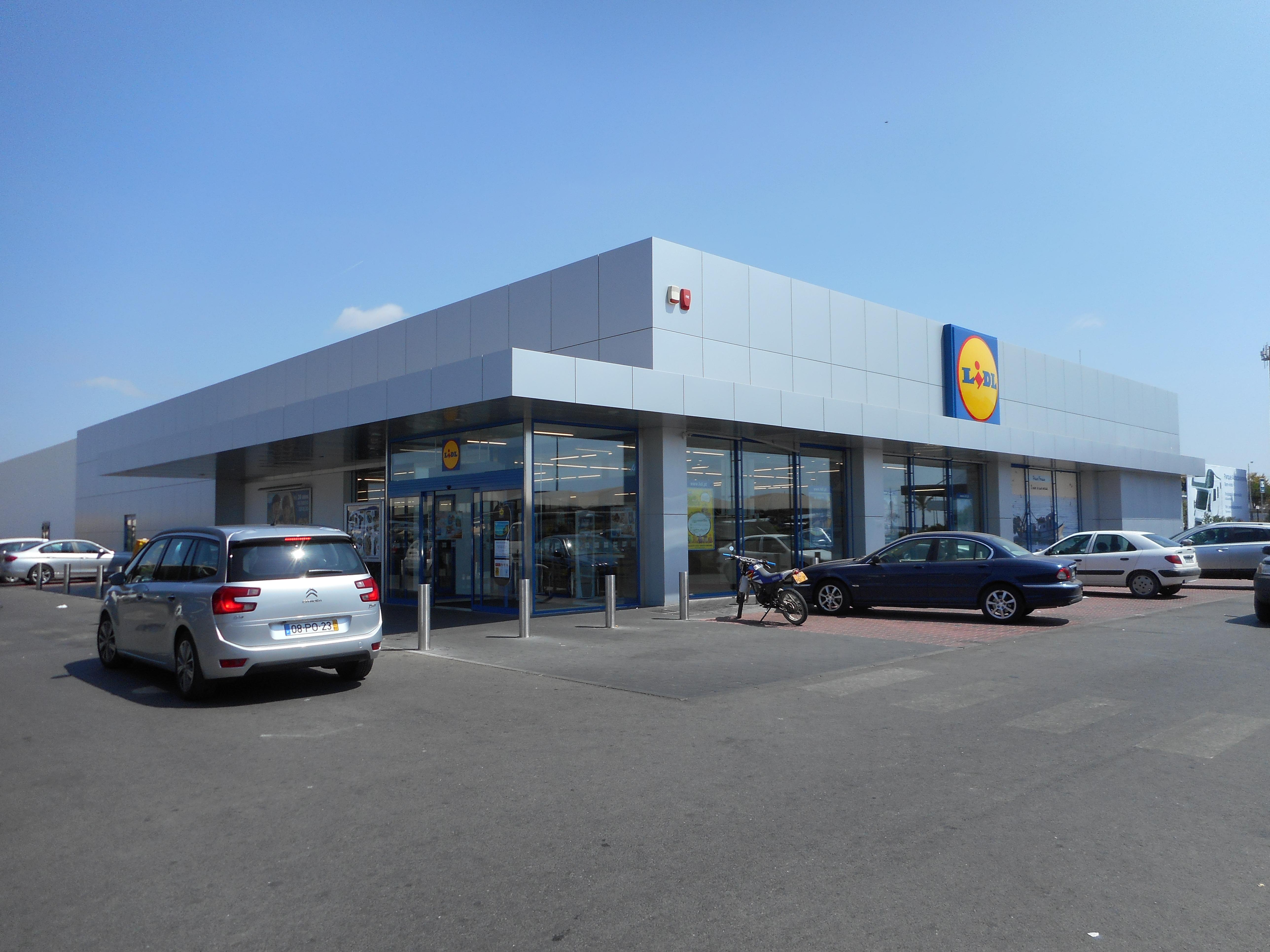 File:Lidl Supermarket, Albufeira, 2 September 2015 (2).JPG - Wikimedia Commons