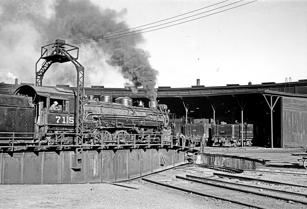 File:Locomotive 715 on Turntable, Roundhouse, Texas and ... Pacific Railway Company