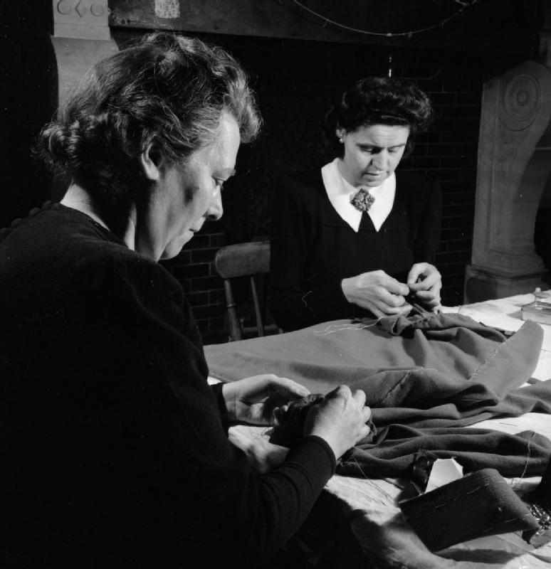 File London Fashion Designers The Work Of Members Of The Incorporated Society Of London Fashion Designers In Wartime London England Uk 1944 D23063 Jpg Wikimedia Commons