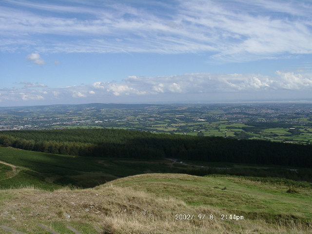 Looking East from the summit of Twmbarlwm - geograph.org.uk - 90876
