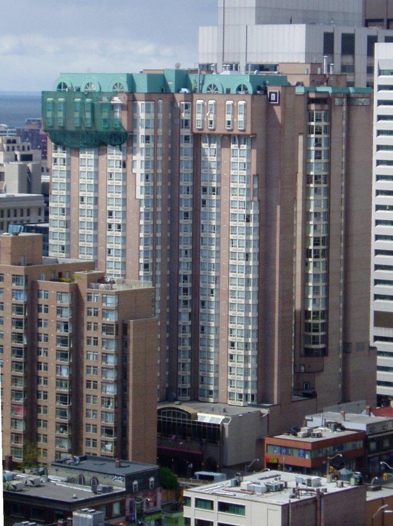 Chelsea Hotel Toronto Pool