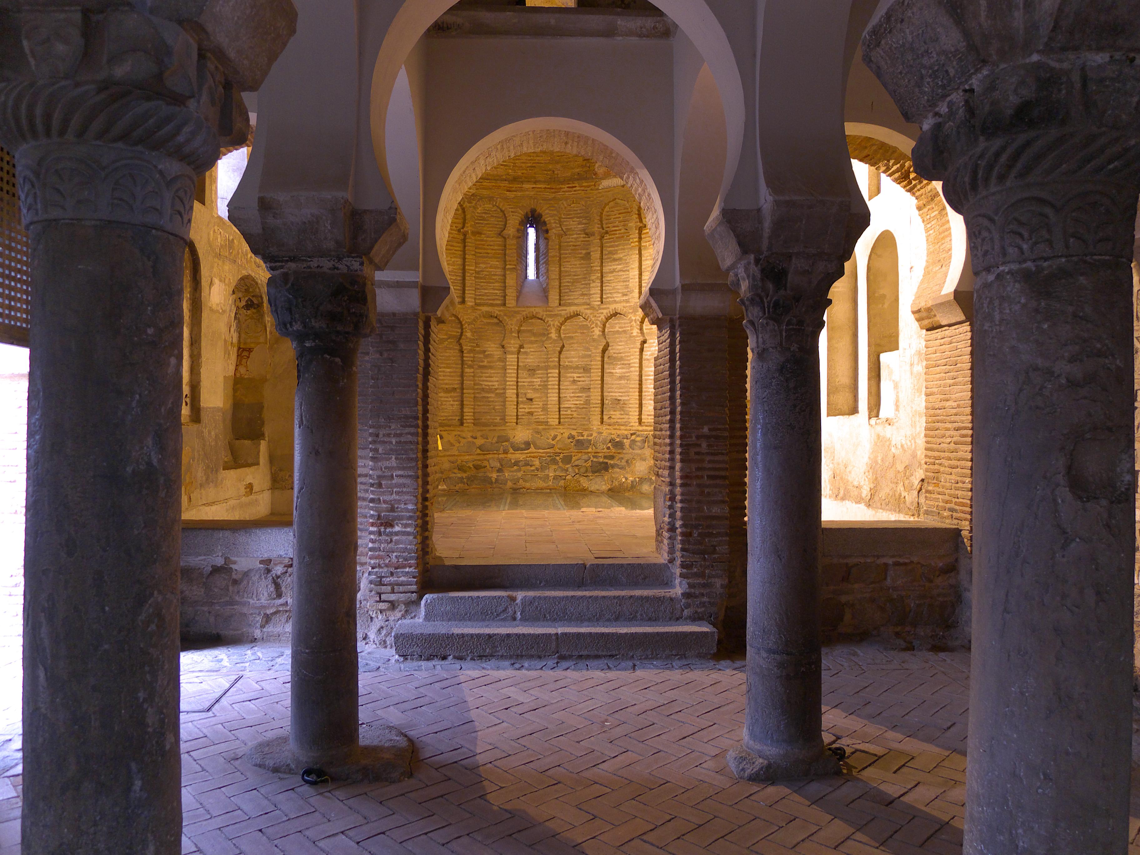 File:Mezquita Cristo de la Luz (Toledo). Ábside.jpg ...