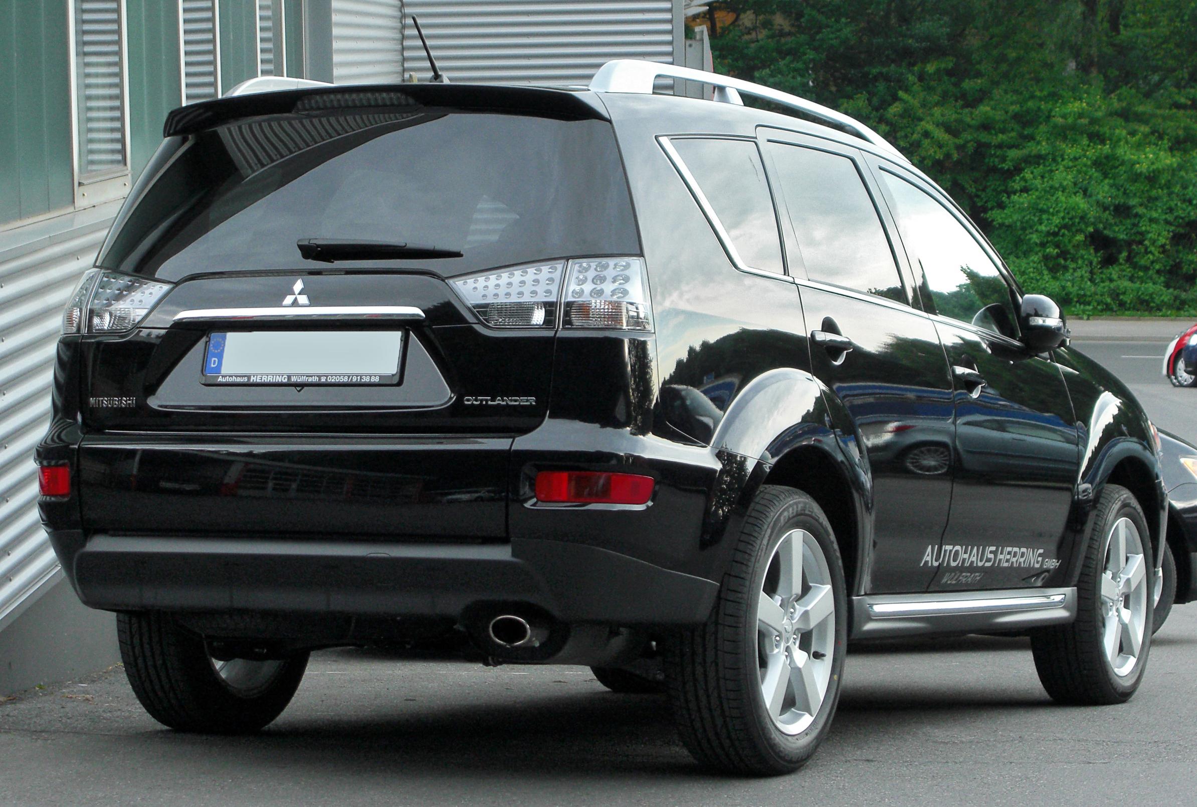 File:Mitsubishi Outlander II Facelift rear 20100606.jpg - Wikimedia Commons