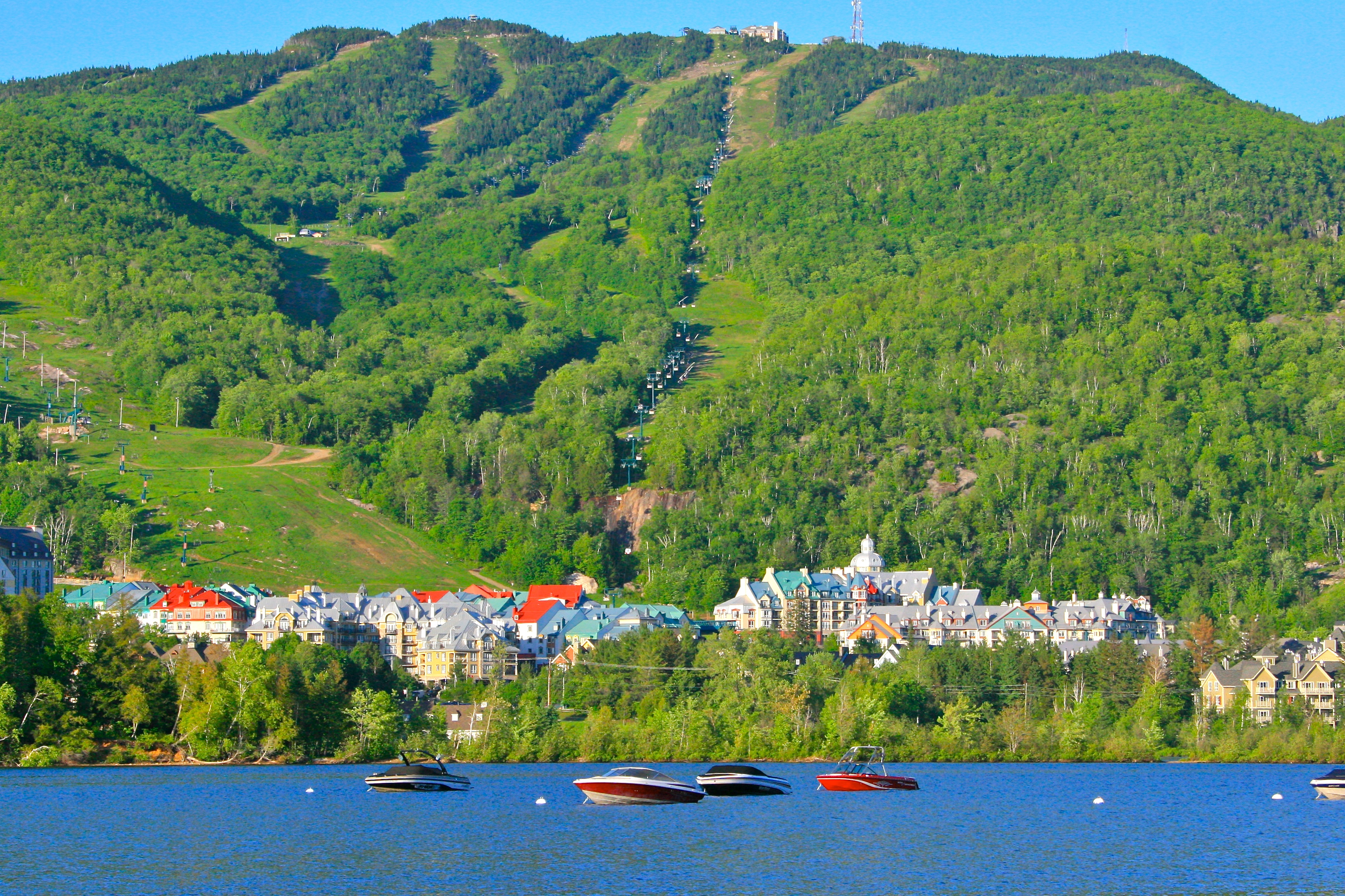 File mont tremblant 09 06 wikimedia commons for Lac miroir mont tremblant
