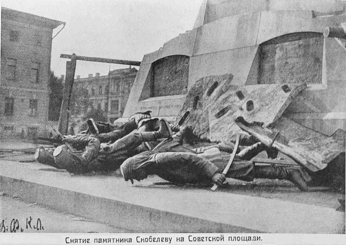 Monument_skobelev_dismantled.jpg