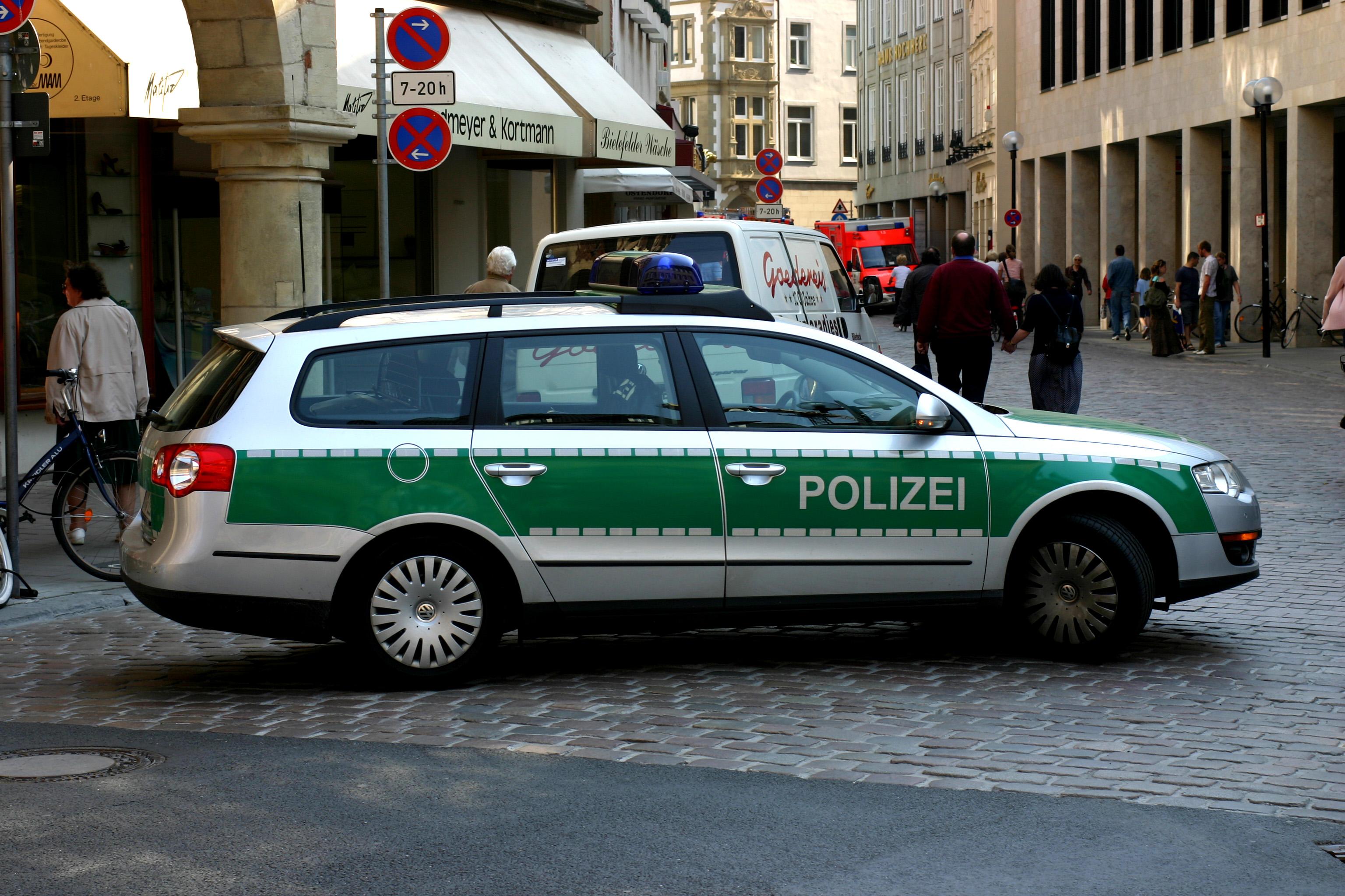 ''Streifenwagen'' der deutschen Polizei