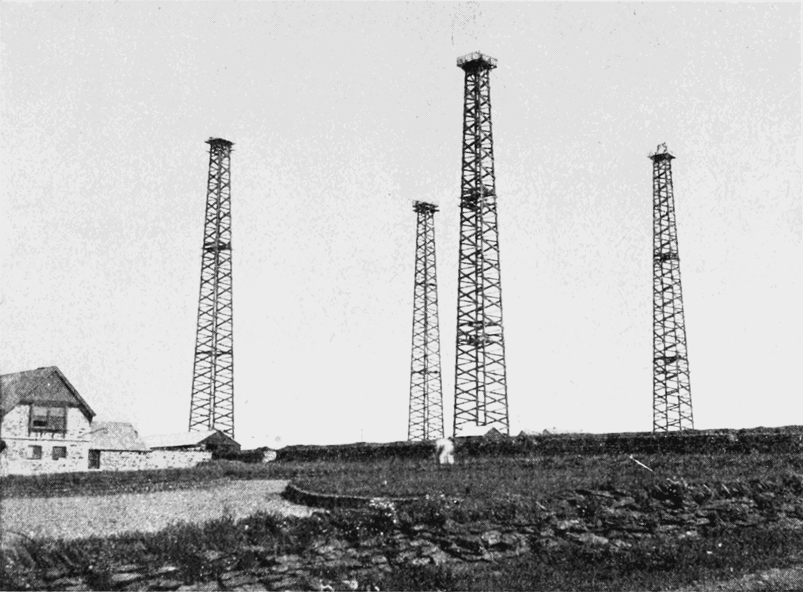 PSM V64 D160 Wooden towers supporting marconi aerial at cornwall england.png