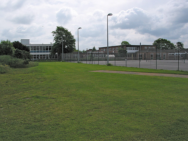 File:Ringwood School - geograph.org.uk - 176017.jpg