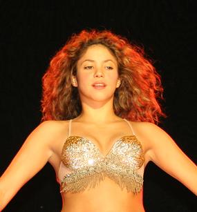 Shakira durante su gira Tour Fijación Oral en 2007.