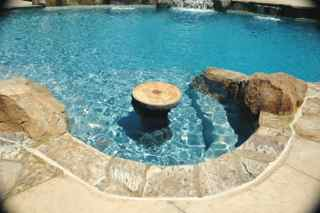 https://upload.wikimedia.org/wikipedia/commons/4/4b/Shasta_California_Quartz_Pool_Plaster_by_Ultimate_Pool_Remodeling_Inc._03.jpg