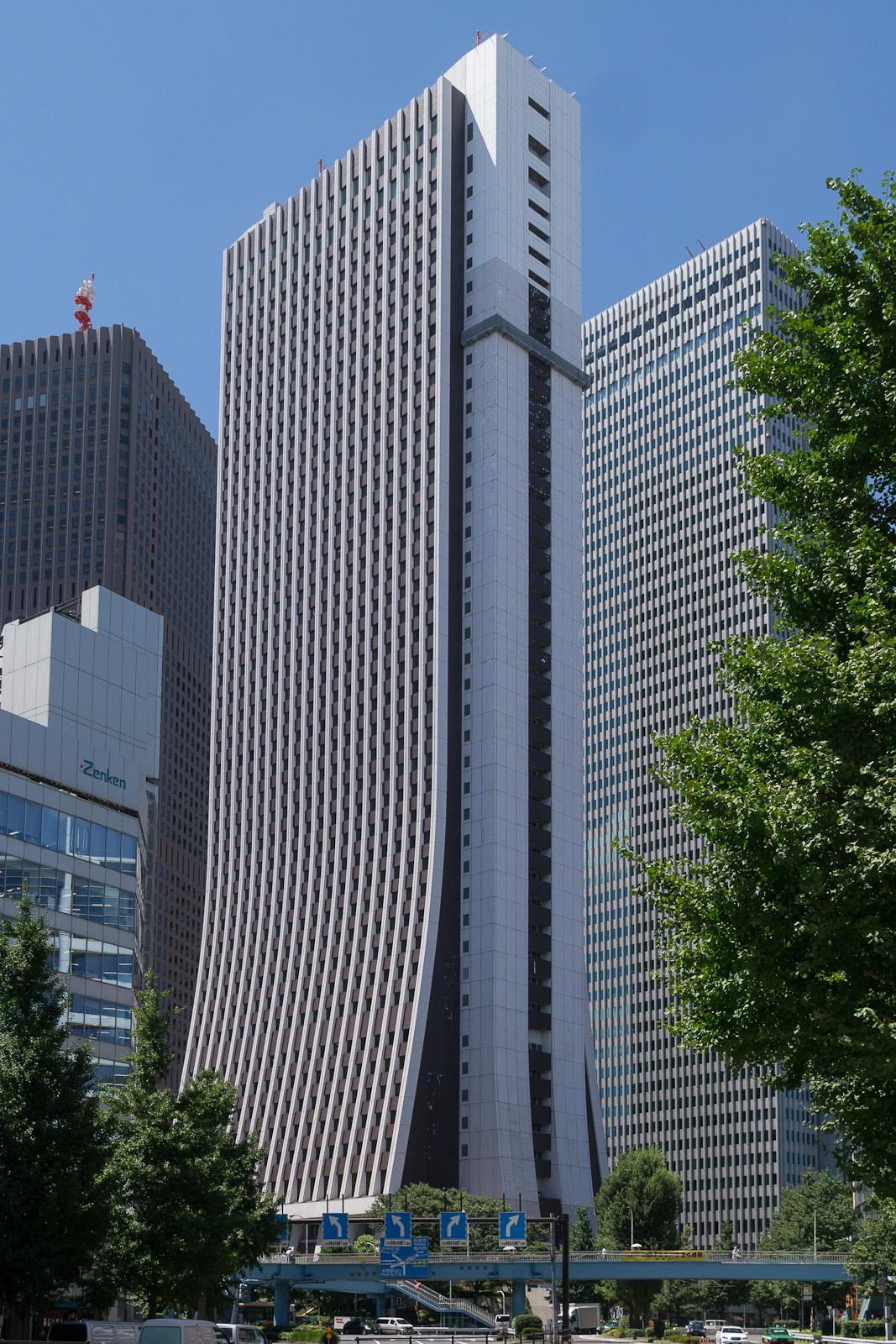 File:Shinjuku-Sompo-Japan- Insurance-Building-03.jpg ...