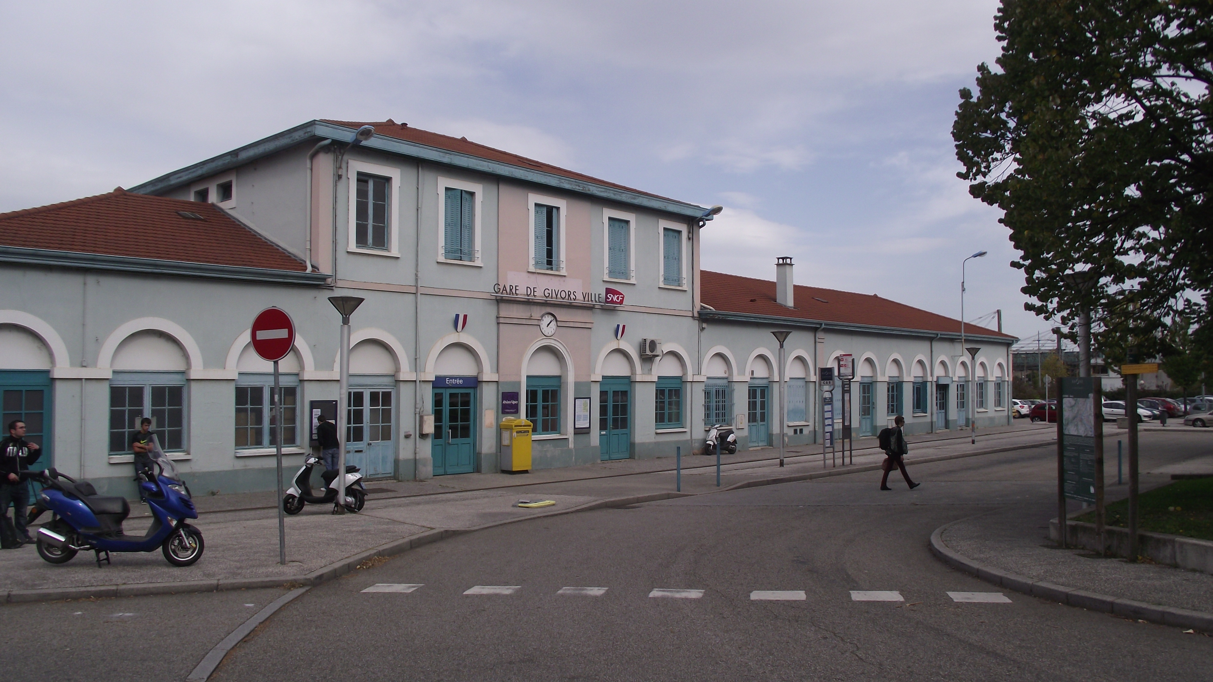 Givors France  city images : Station Givors I Wikimedia Commons