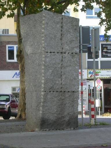 https://upload.wikimedia.org/wikipedia/commons/4/4b/Stele_schuetzenstrasse.jpg
