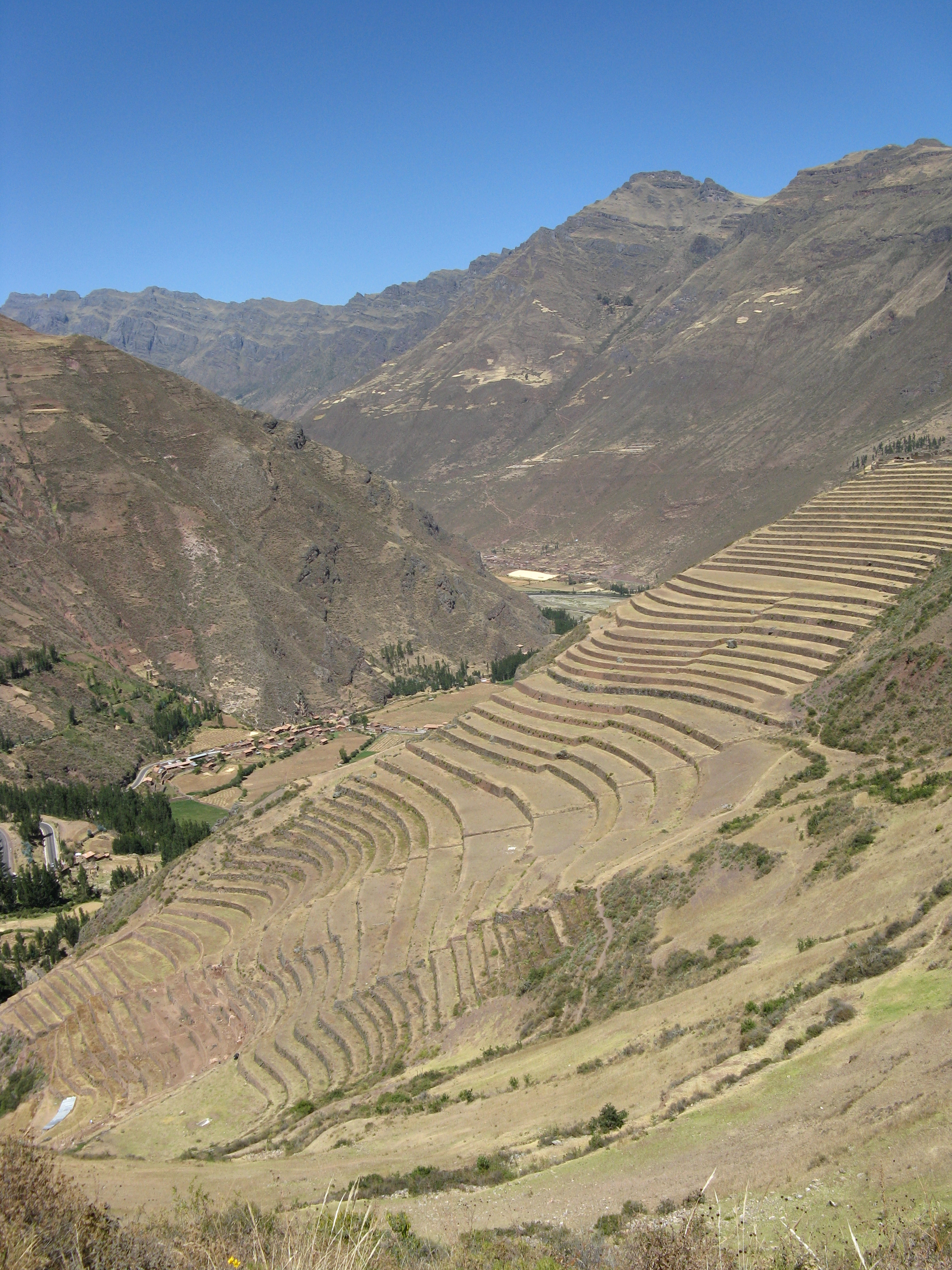 File terrace farming in the ande mountains pisac for Terrace cultivation