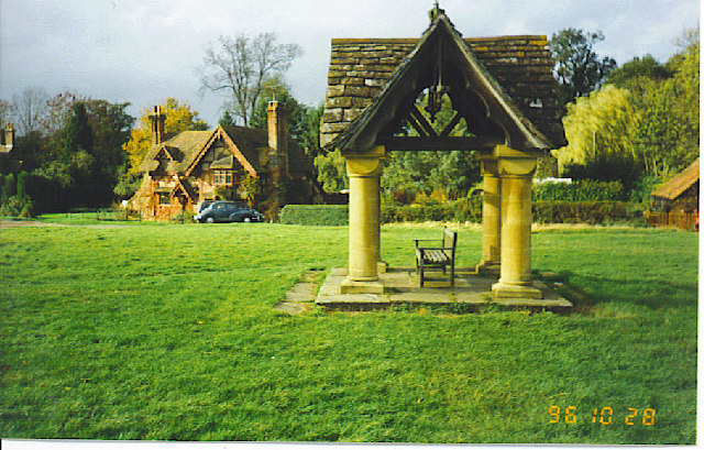 The Well at Ockley. - geograph.org.uk - 111892