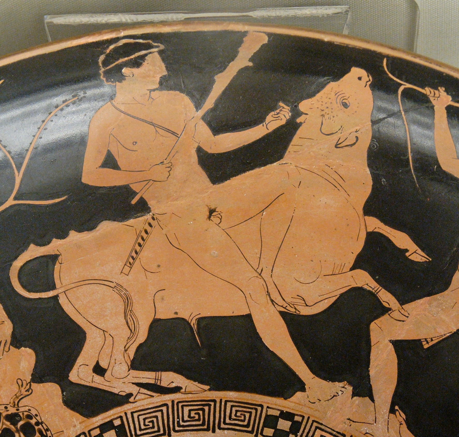 https://upload.wikimedia.org/wikipedia/commons/4/4b/Theseus_Minotaur_BM_Vase_E84_n2.jpg
