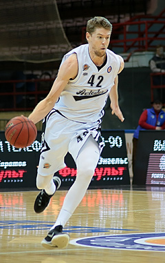Travis Peterson with Avtodor Saratov in 2016.jpg