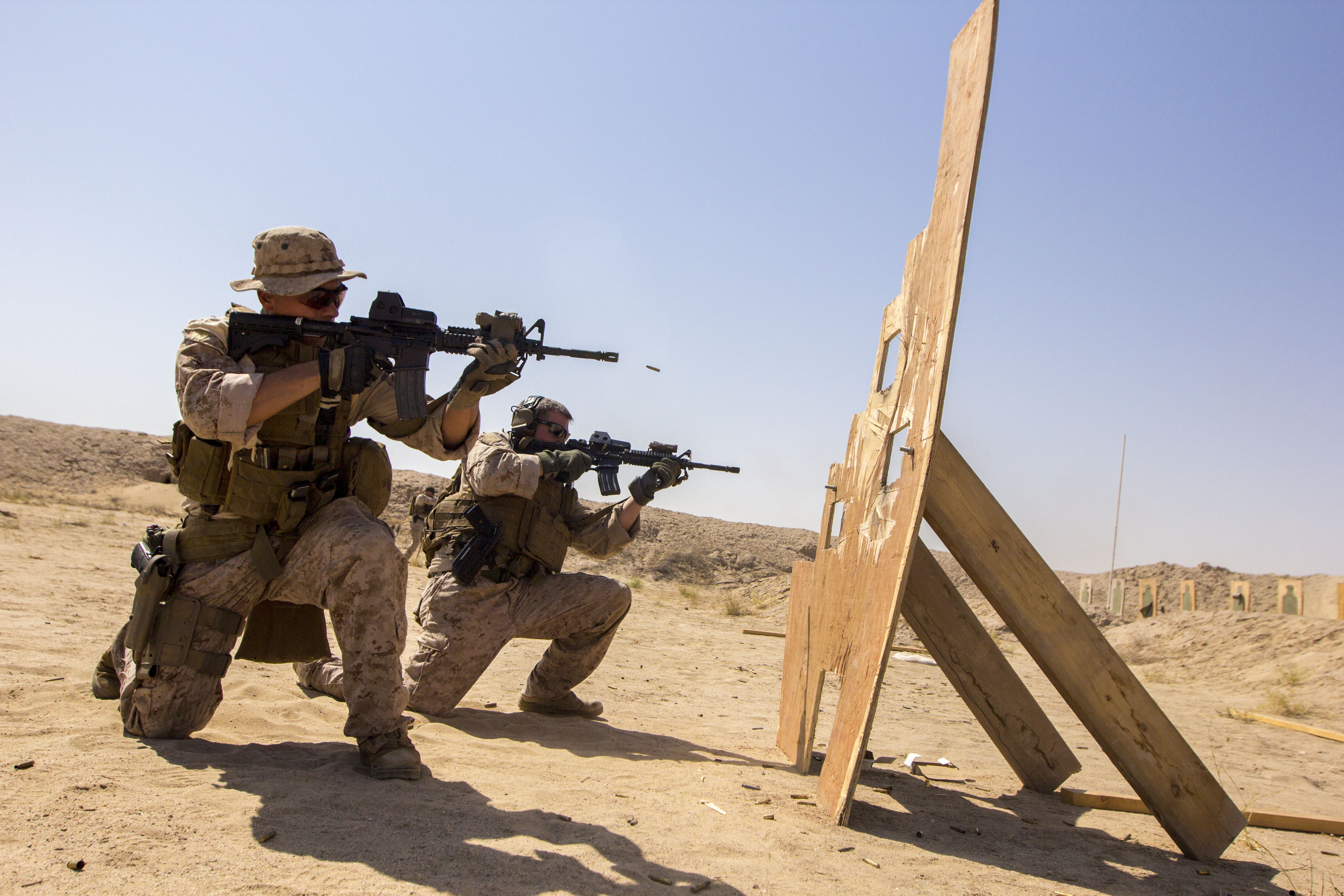 File:U.S. Marines assigned to Force Reconnaissance Platoon ...