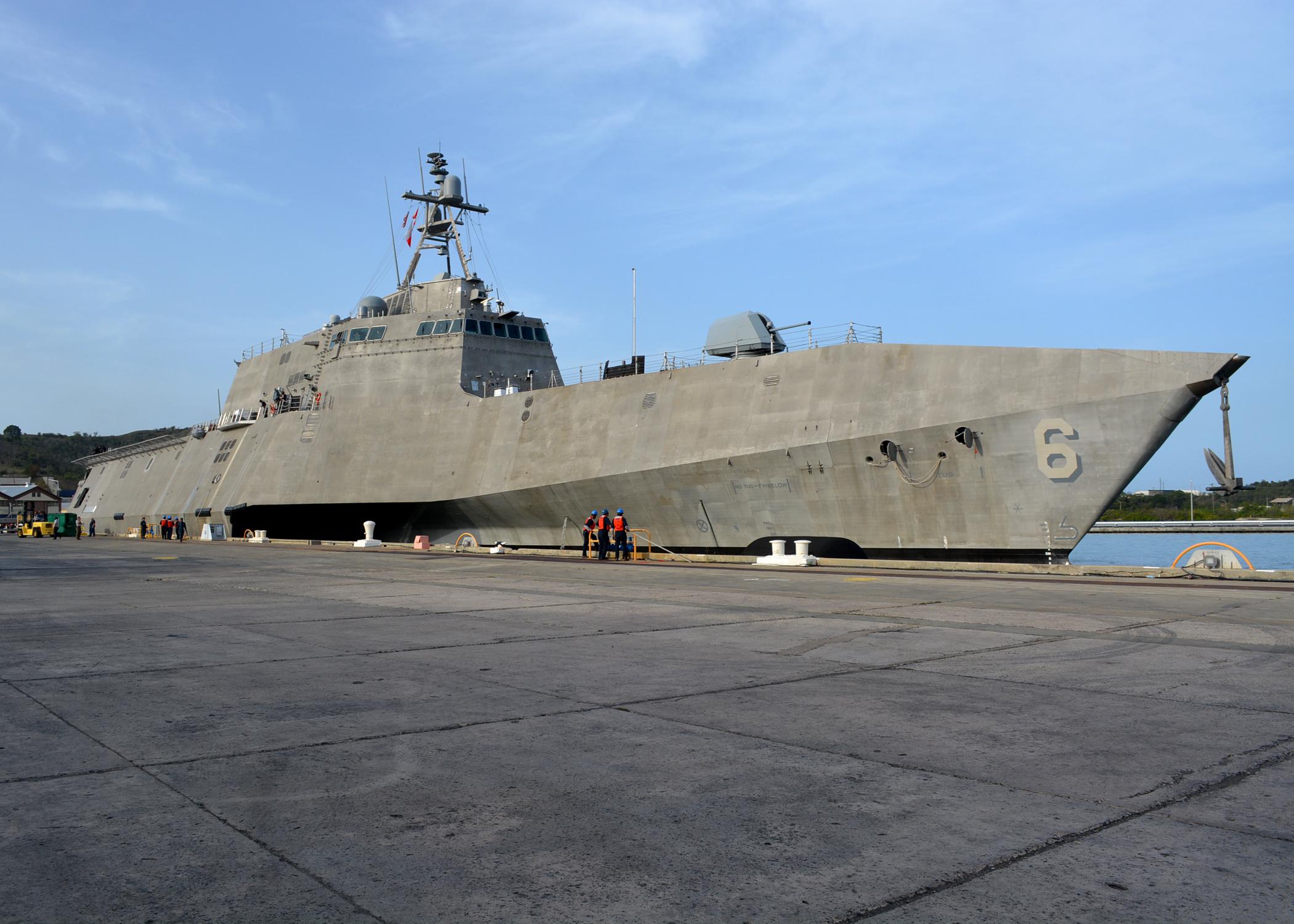 USS_Jackson_%28LCS-6%29_moors_at_Naval_Station_Guantanamo_Bay_on_4_September_2016.JPG