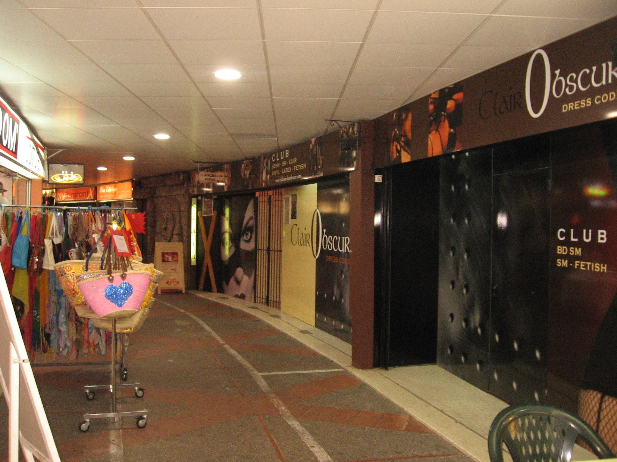 Eingang BDSM-CLUB Clair Obscur im Gebäude Port Ambonne