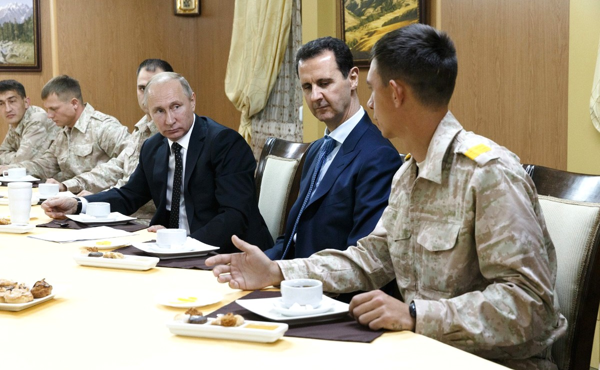 Vladimir Putin in Khmeimim Air Base in Syria (2017-12-11) 15.jpg