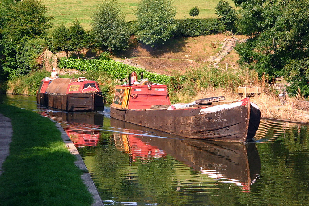 File Working Canal Boats Jpg Wikimedia Commons