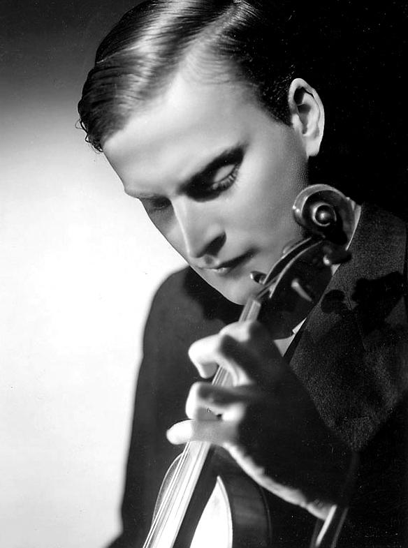 El violinista estadounidense Yehudi Menuhin.