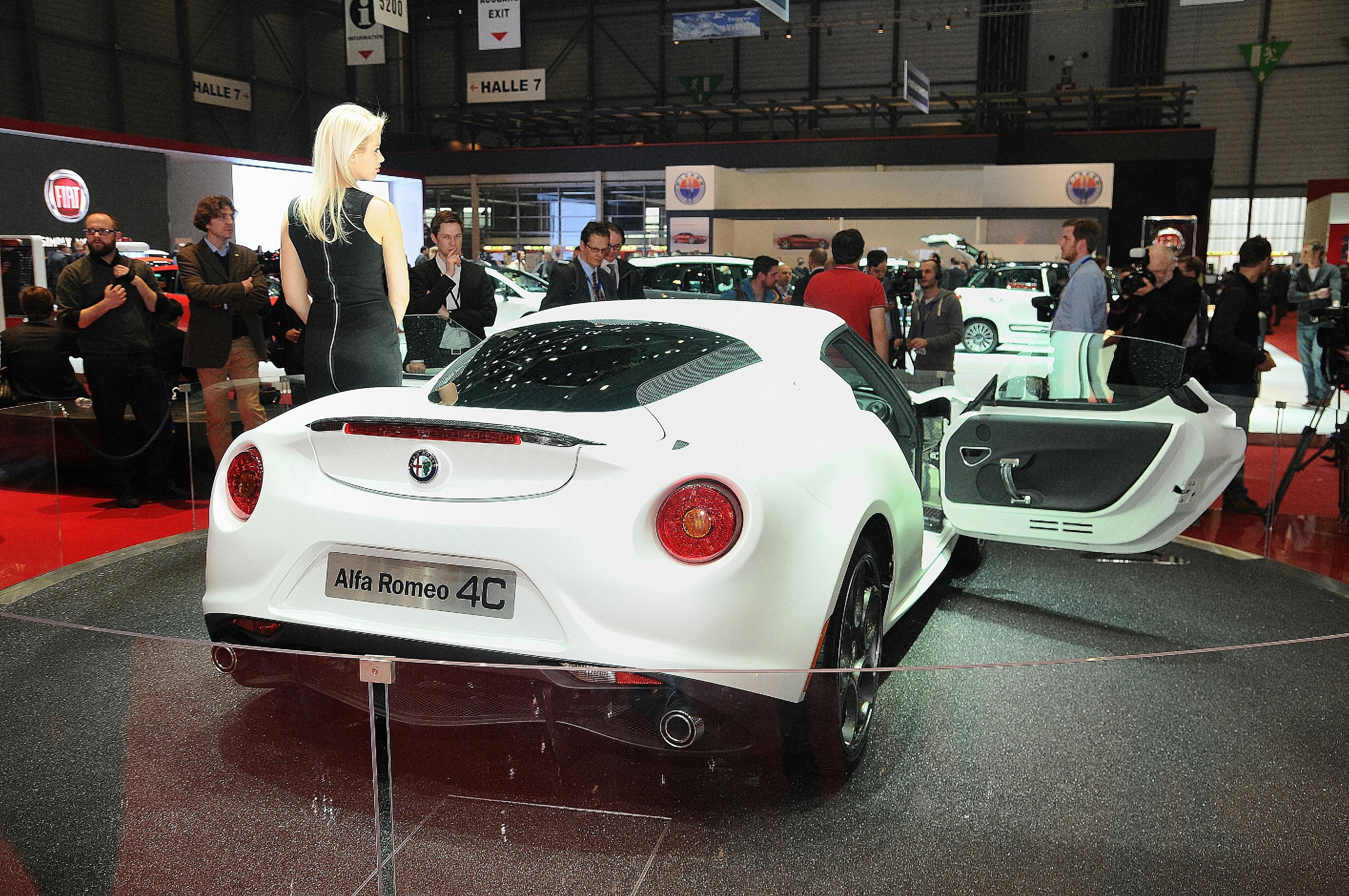 File 13 Italian Supercar Alfa Romeo 4c Exotic Light Dreamcar