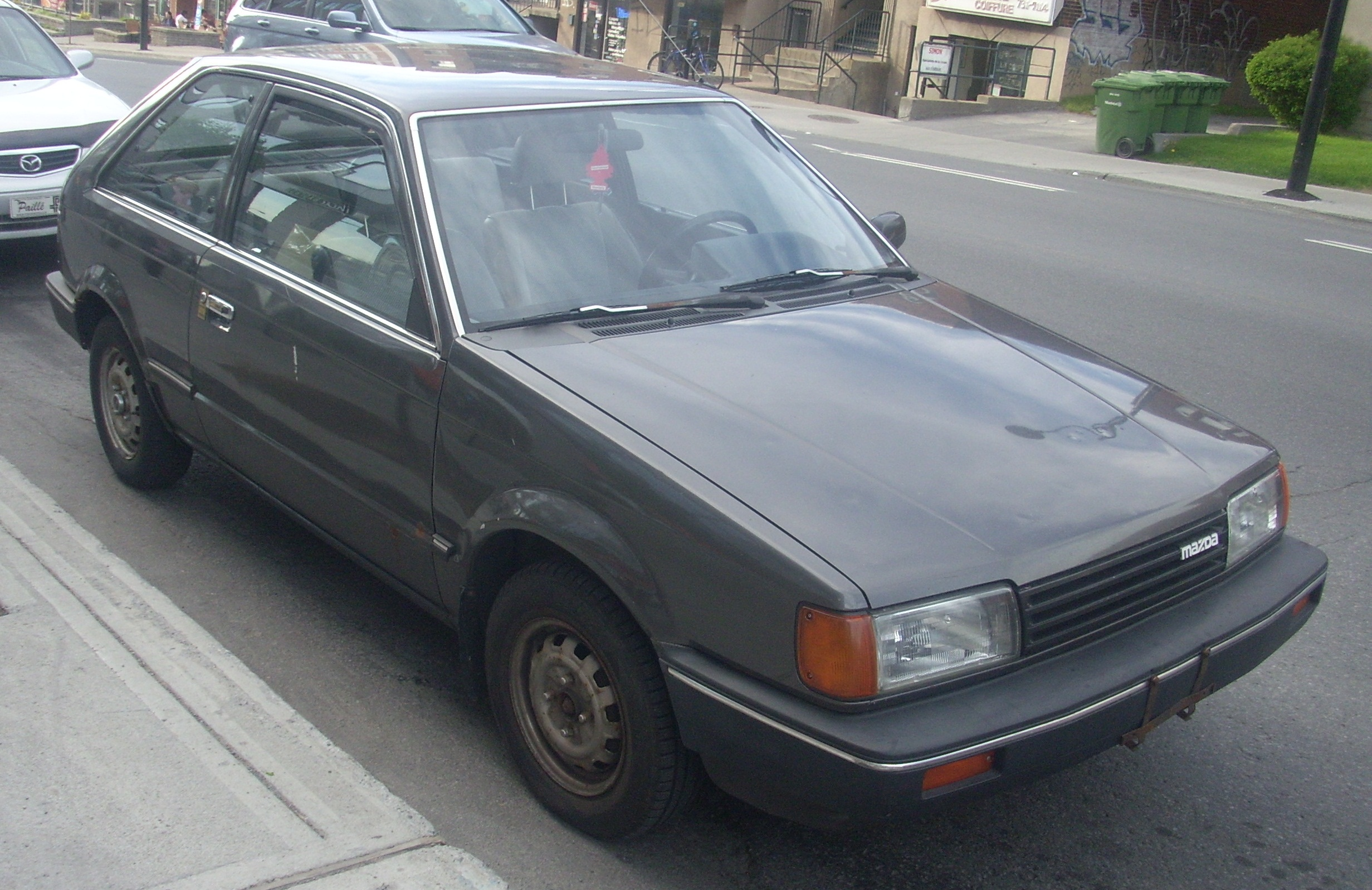File 85 87 Mazda 323 Hatchback Jpg Wikimedia Commons