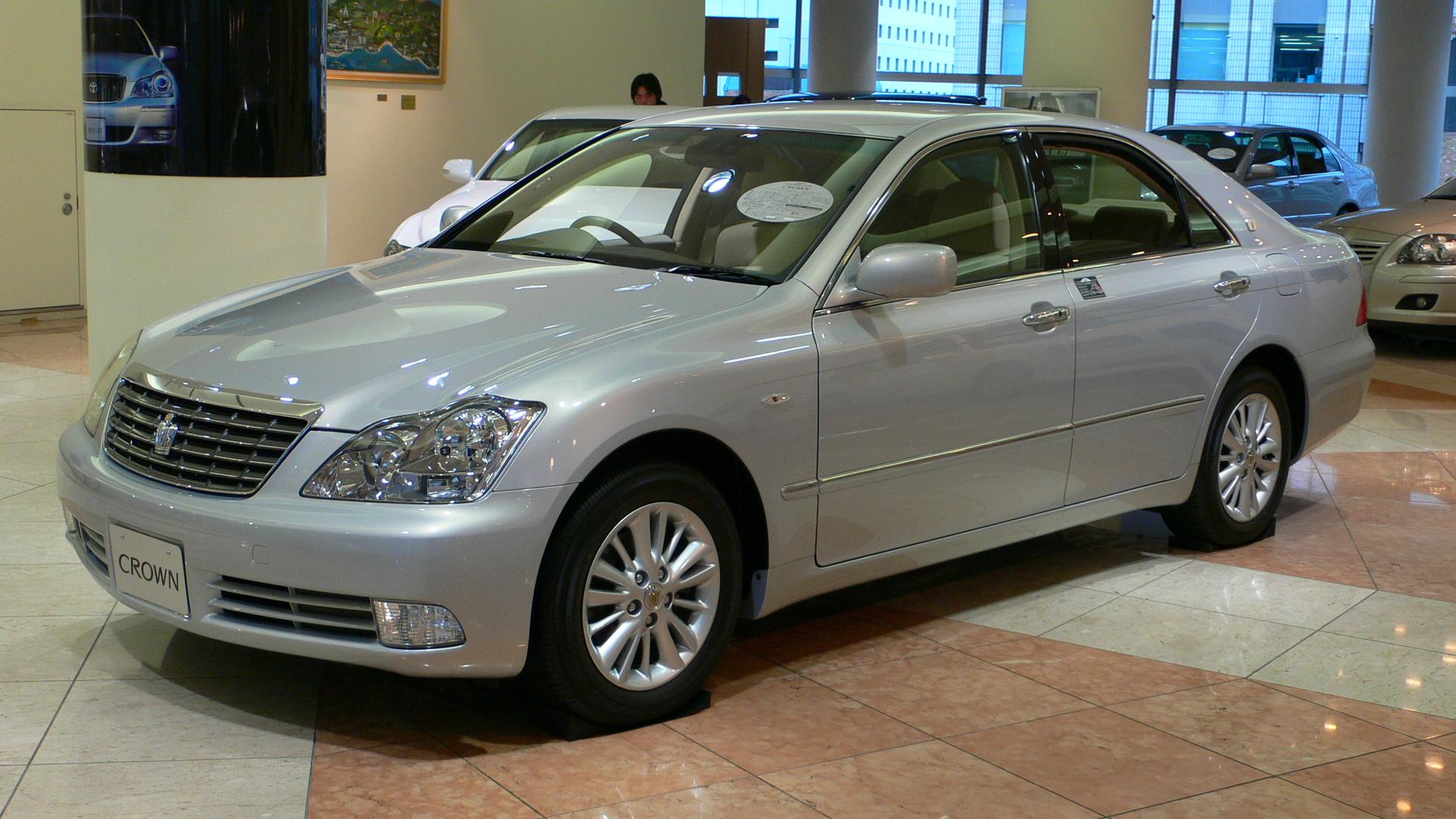 2005 Toyota Crown-Royal 01.jpg