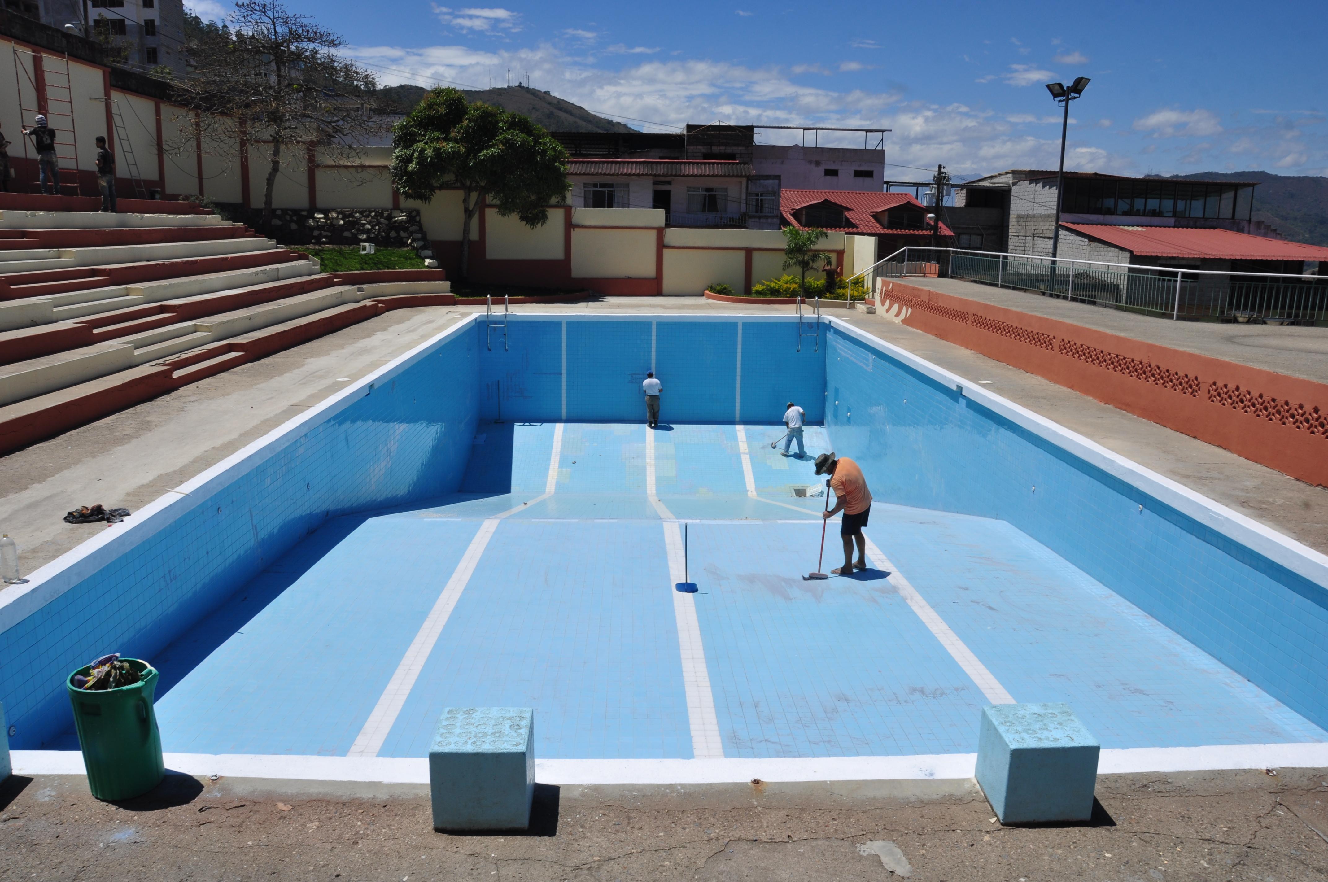 File adecentamiento y pintado de la piscina municipal for Pintado de piscinas