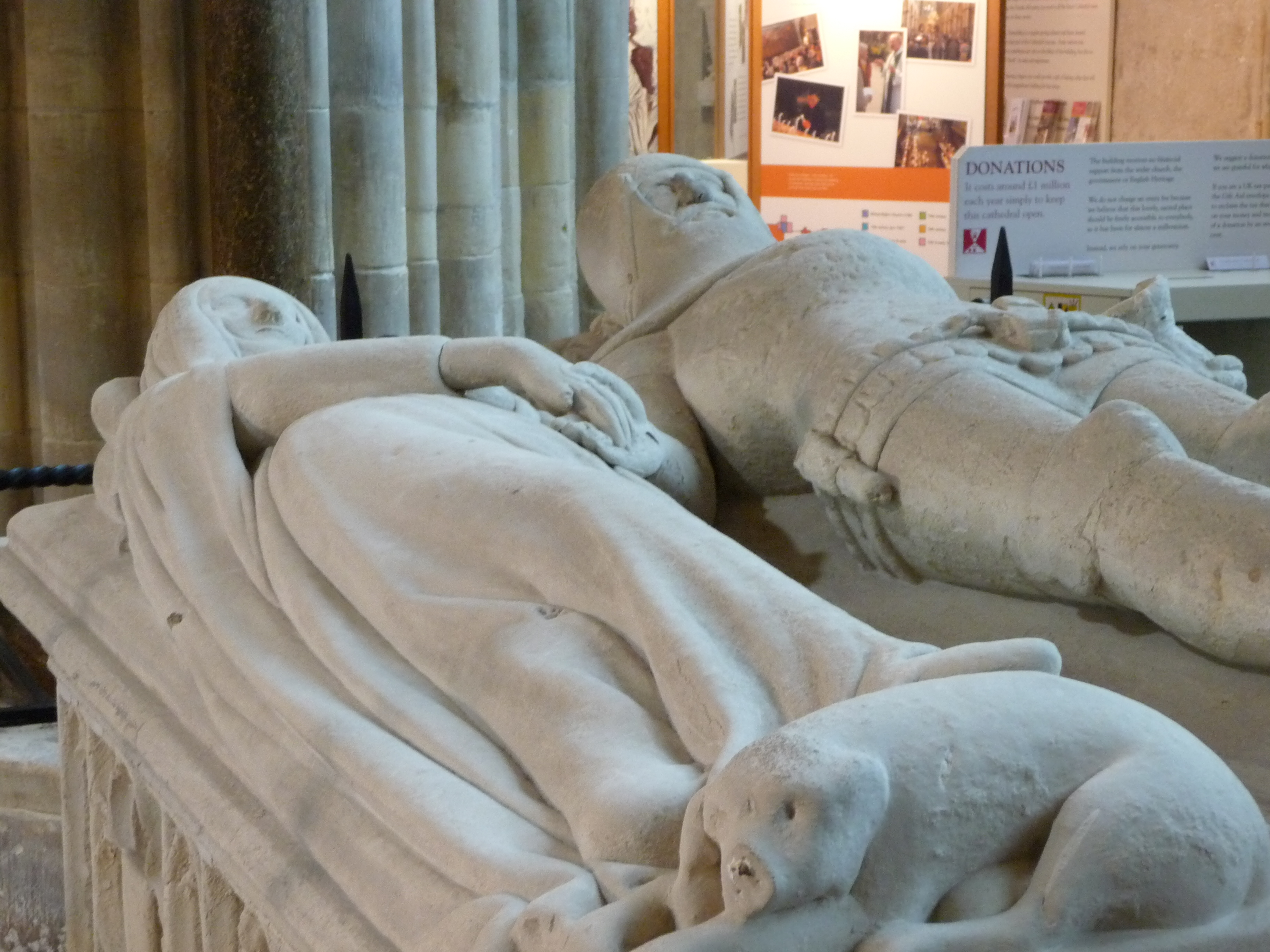 arundel tomb essay In an arundel tomb larkin unravels the conviction that love survives after death and dispels this idiotic notion, even if it's what we want to hear the poem is based on the arundel tomb in chichester cathedral, where two stone figures lieside by side with faces blurred.