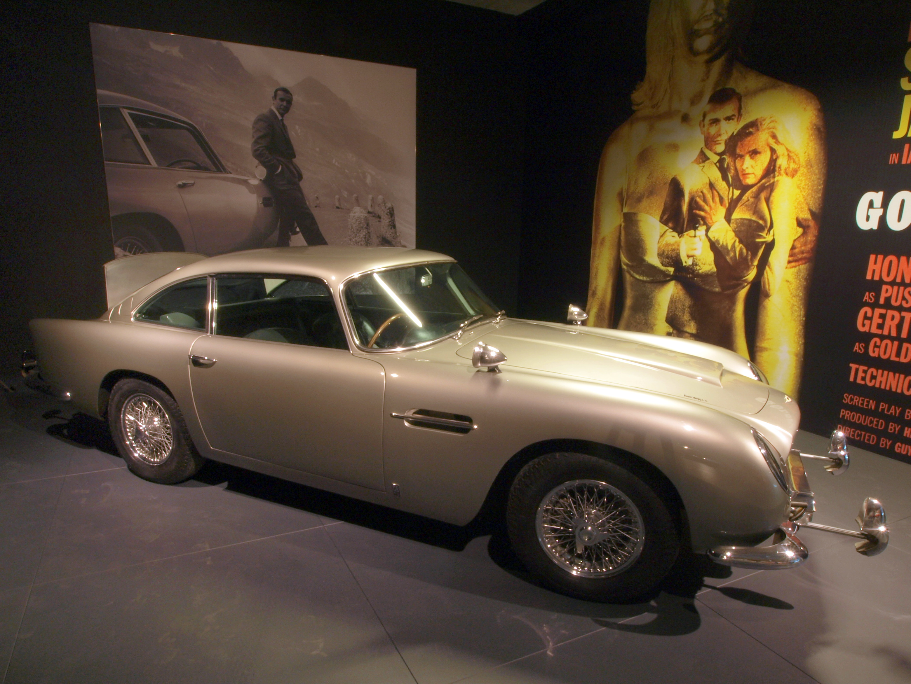 file aston martin db5 james bond photo1 jpg wikimedia commons. Black Bedroom Furniture Sets. Home Design Ideas