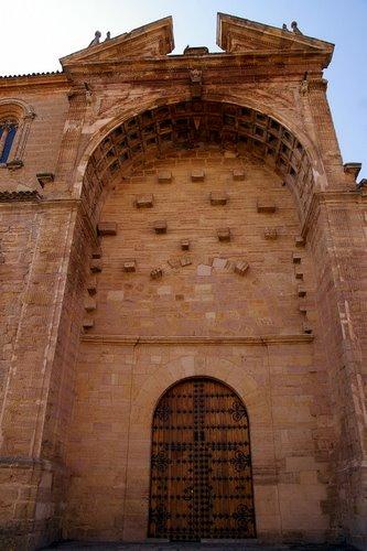 File:Ayuntamiento-villarrobledo-29410779.jpg