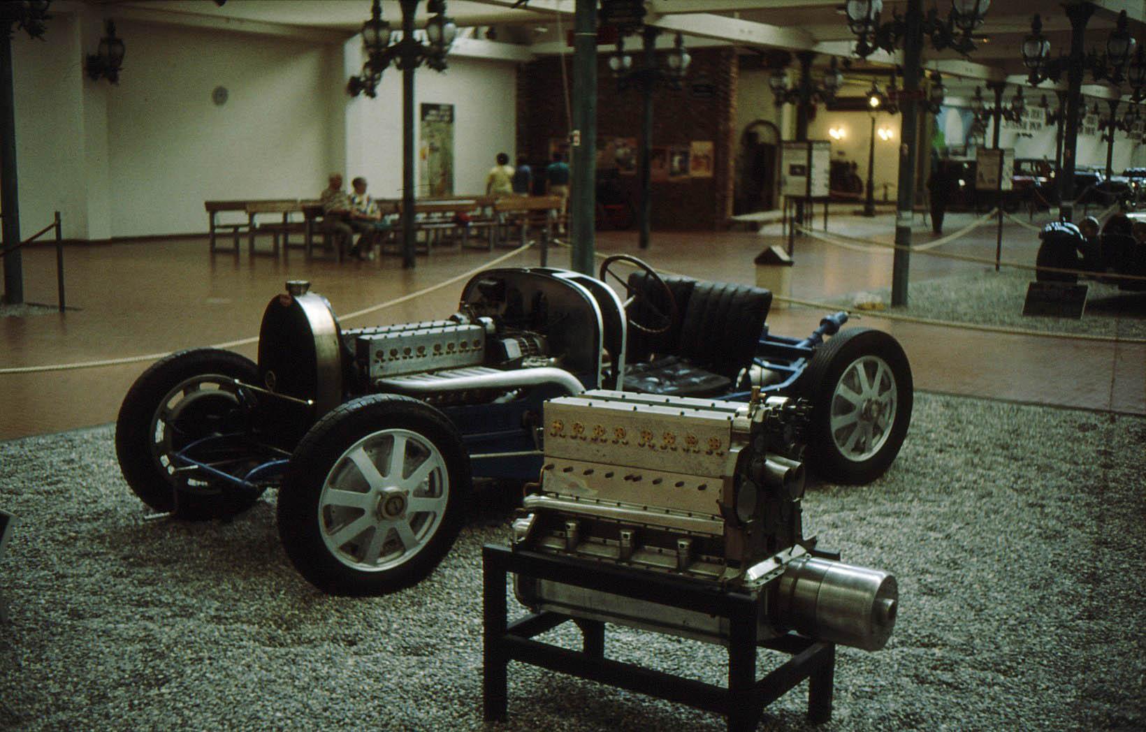 File:Bugatti chassi.jpg - Wikimedia Commons