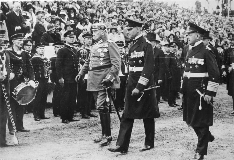 'the role hindenburg played was the A) what role did hitler play in the rise of the nazis 1930 atmosphere suddenly he bursts forth his scarcely rises above a very poor mediocrity.