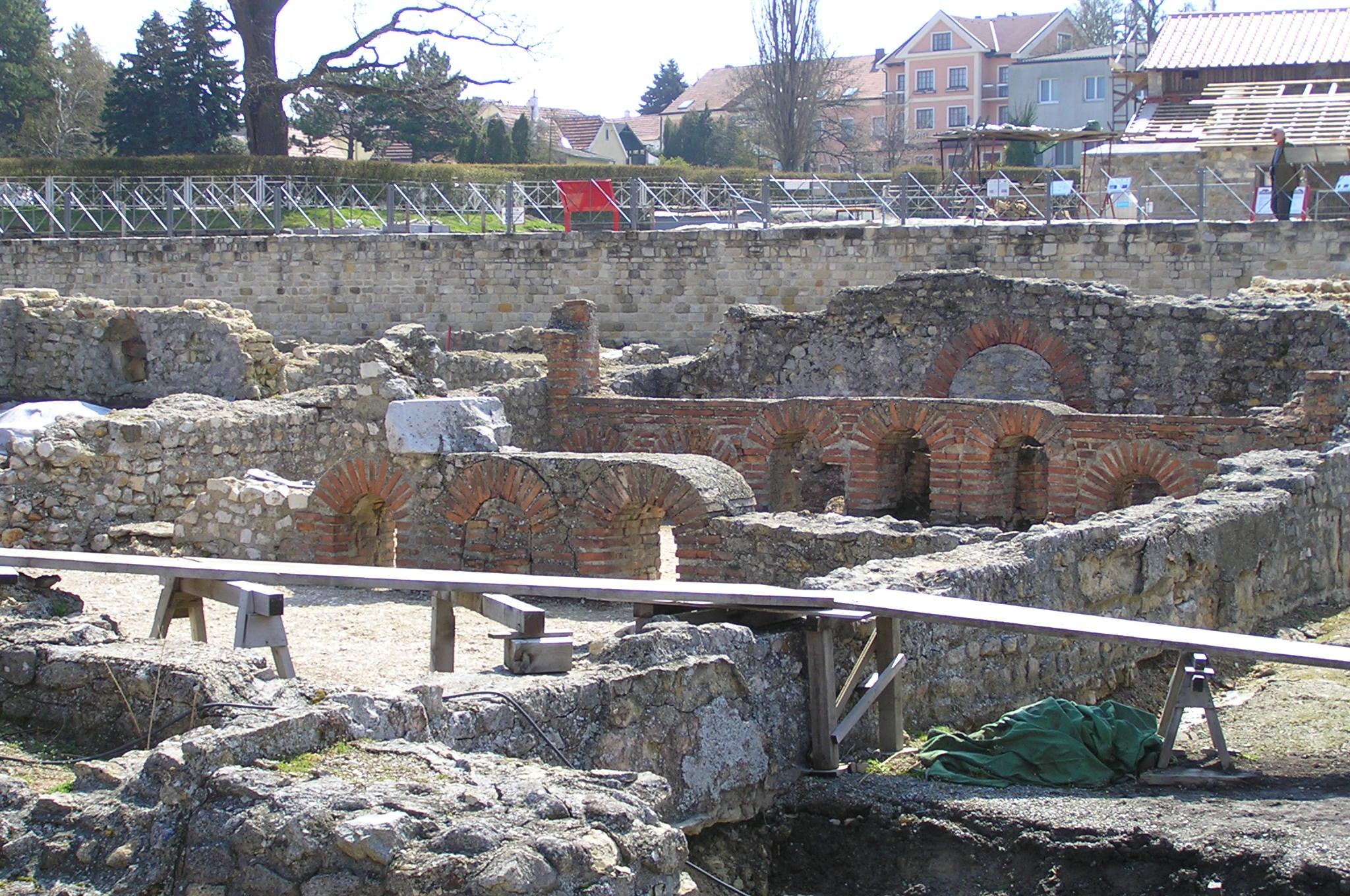 File:Carnuntum Public Bath.jpg - Wikimedia Commons