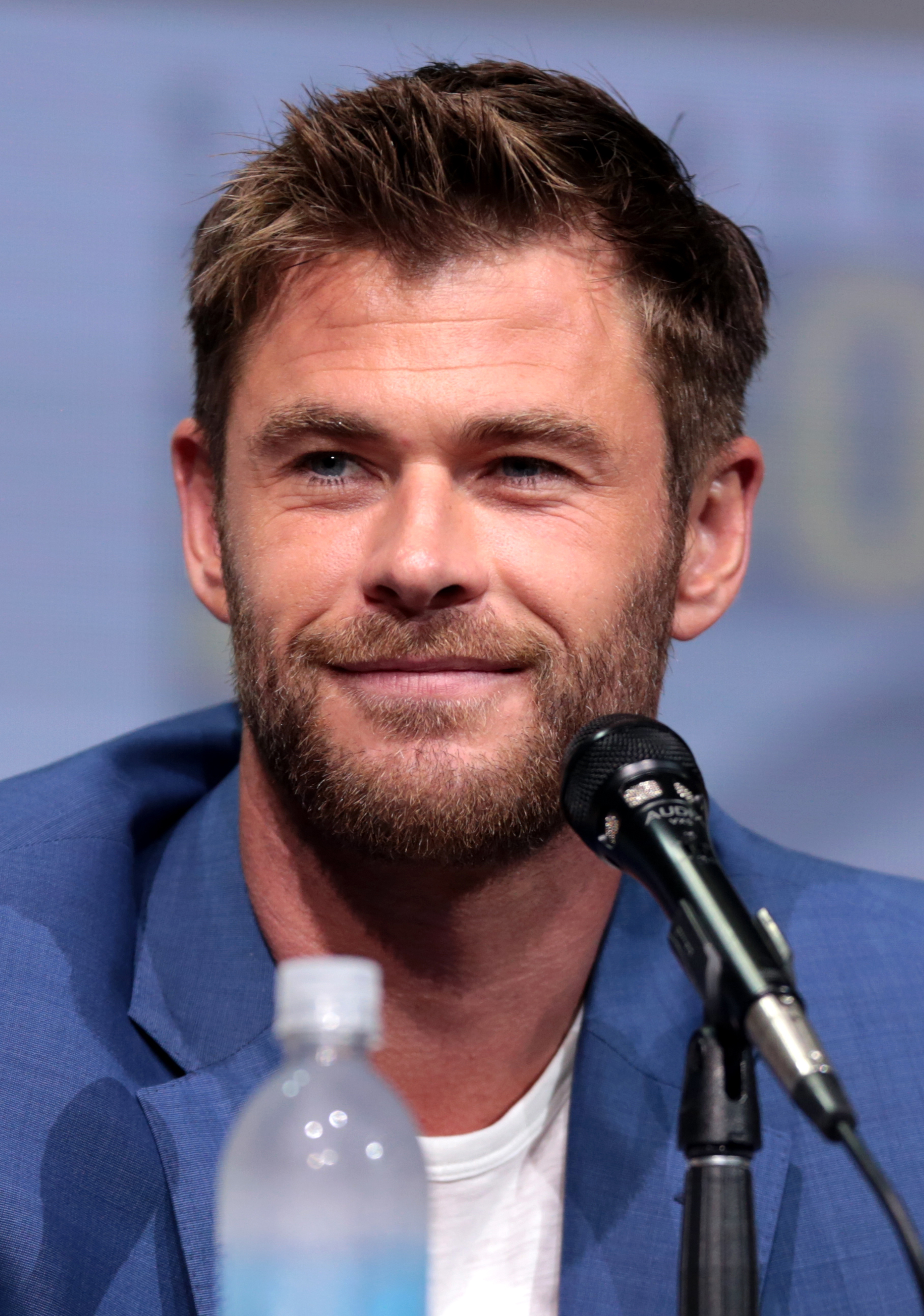 The 35-year old son of father Craig Hemsworth and mother Leonie Hemsworth Chris Hemsworth in 2018 photo. Chris Hemsworth earned a 5.8 million dollar salary - leaving the net worth at 50 million in 2018