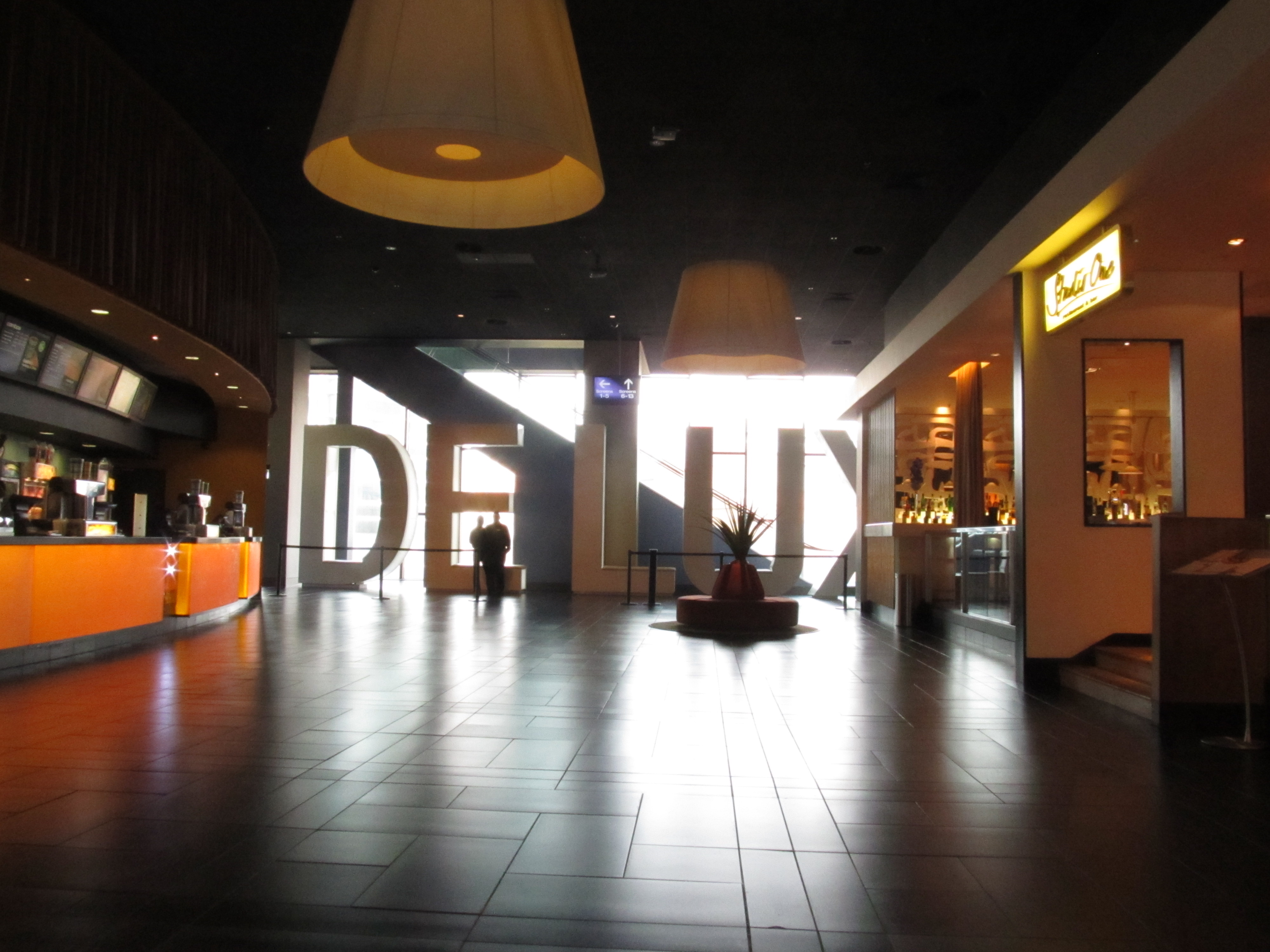 Foyer Des Arts Lux : File cinema de lux bristol foyer g wikipedia